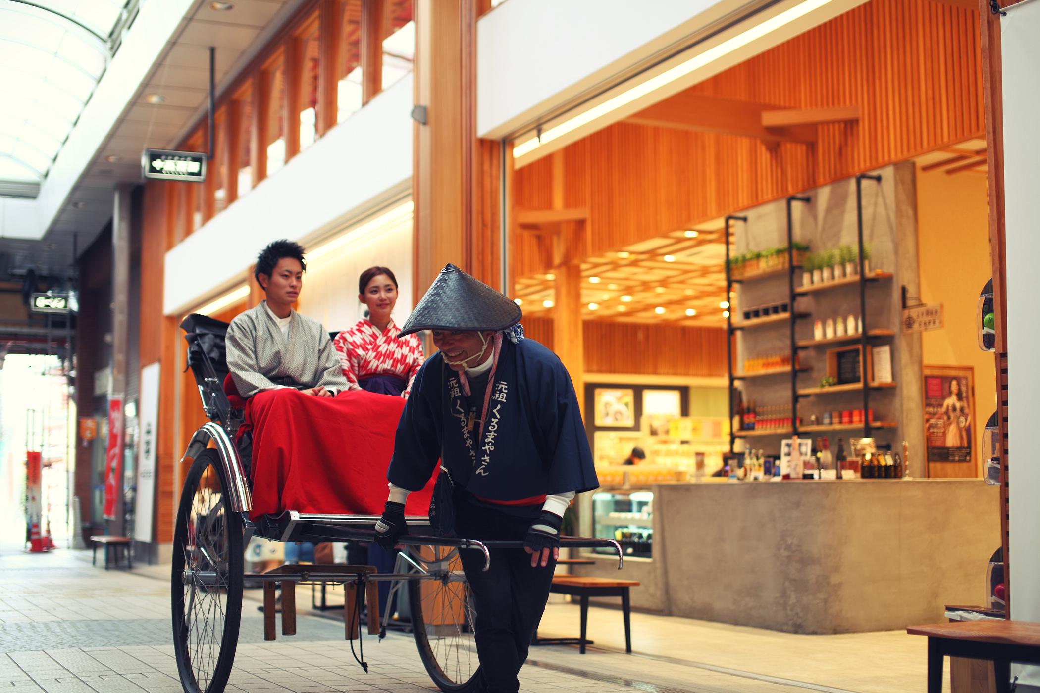 人力車にて道後商店街を散策