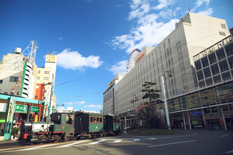 松山市駅を出発する坊っちゃん列車