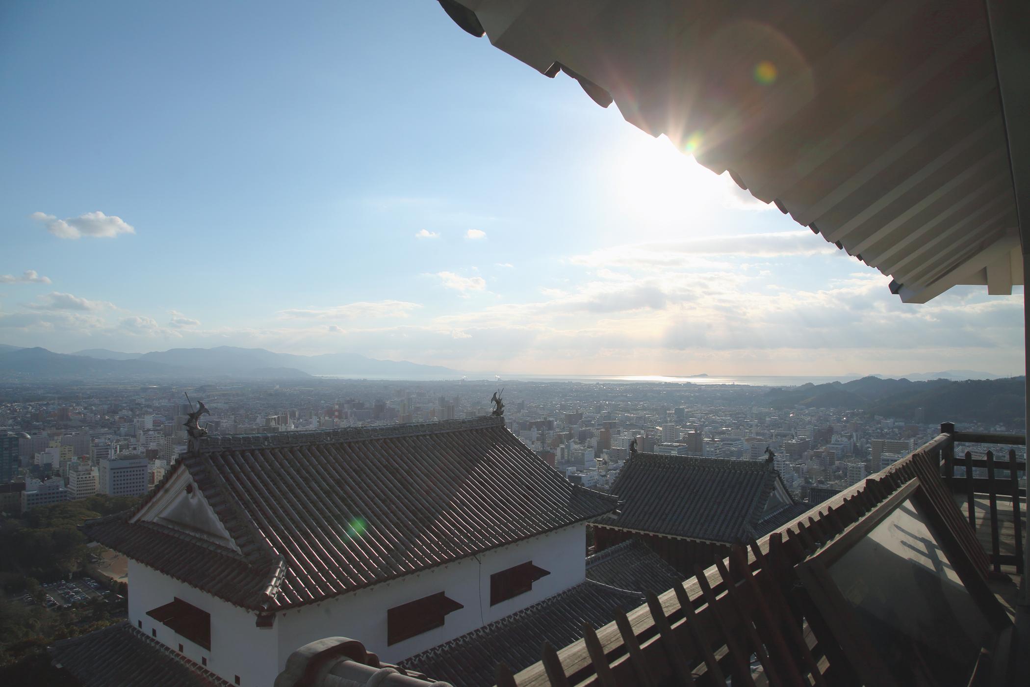 松山城天守から松山平野を望む