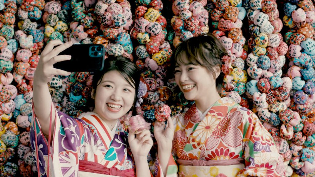 願いの数だけ連なる圓満寺のお結び玉。かわいいが過ぎる!
